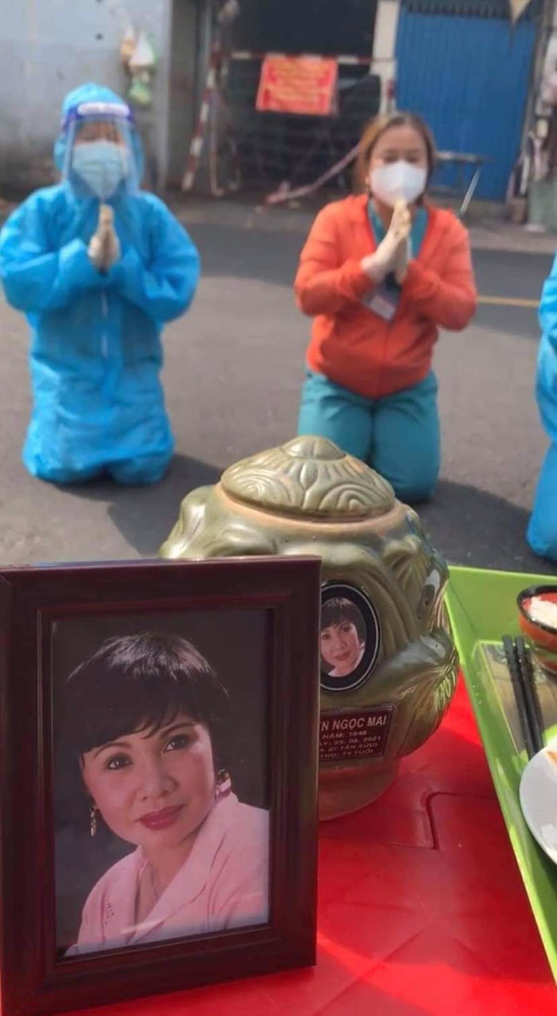 Việt Hương rơi nước mắt trên chuyến xe giúp Bình Tinh đón tro cốt của NS Bạch Mai về nơi an vị - Hình 1