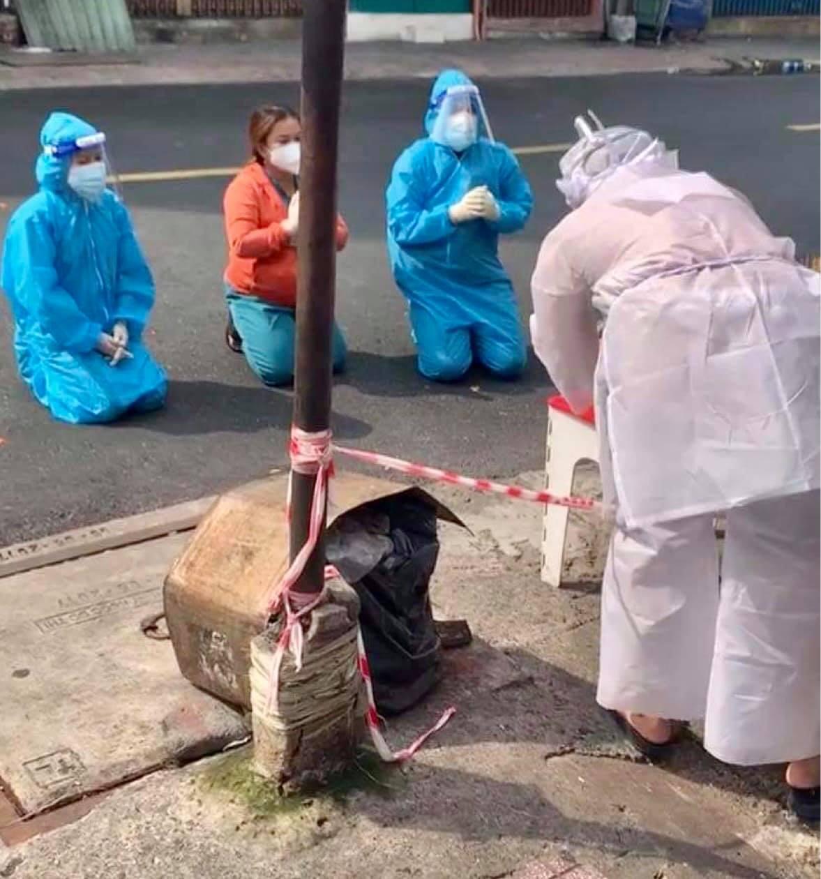 Việt Hương rơi nước mắt trên chuyến xe giúp Bình Tinh đón tro cốt của NS Bạch Mai về nơi an vị - Hình 3