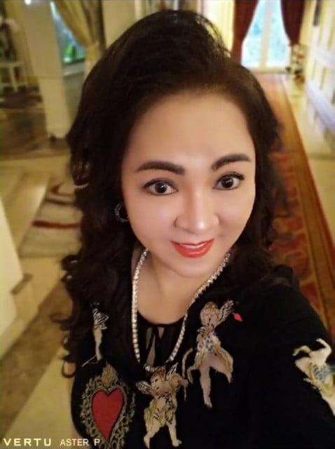 Bà Phương Hằng bị anh Minh bán rau phản ứng mạnh khi kể chuyện xúc phạm Công giáo trên livestream - Hình 7