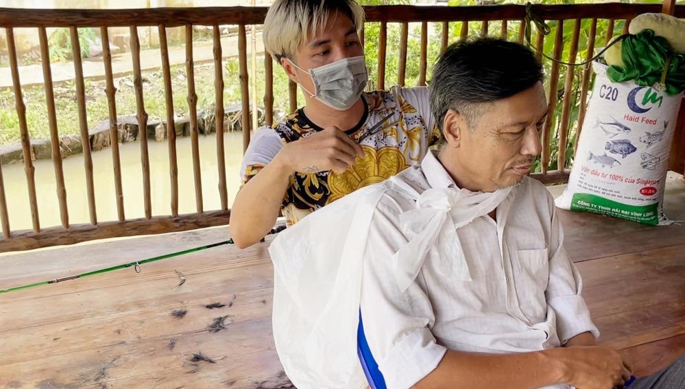 Cuộc sống yên bình của Lâm Chấn Khang ở quê nhà thời gian này - Hình 4