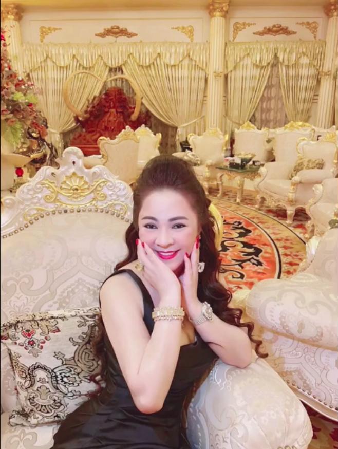Nhâm Hoàng Khang tung loạt tin nhắn riêng tư với bà Phương Hằng: Nữ CEO mua vest tặng gymer Duy Nguyễn, bị dặn coi chừng giống ông Yên - Hình 1