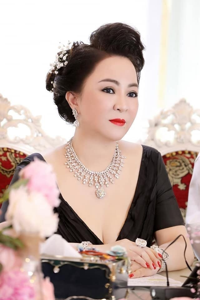 NÓNG: Nhâm Hoàng Khang vừa tuyên bố tung sao kê của quỹ mổ tim, bà Phương Hằng đăng tâm thư dừng lại tất cả - Hình 6