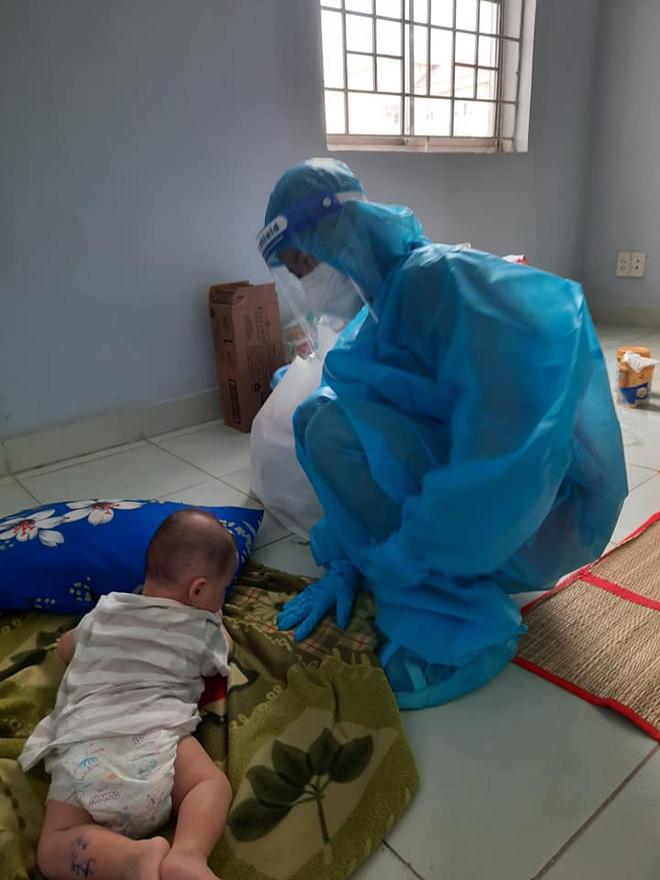 2 bé sơ sinh F0 bị bỏ rơi và những đêm trắng tranh nhau bế bồng của các nhân viên y tế tại BV dã chiến số 4 - Hình 8
