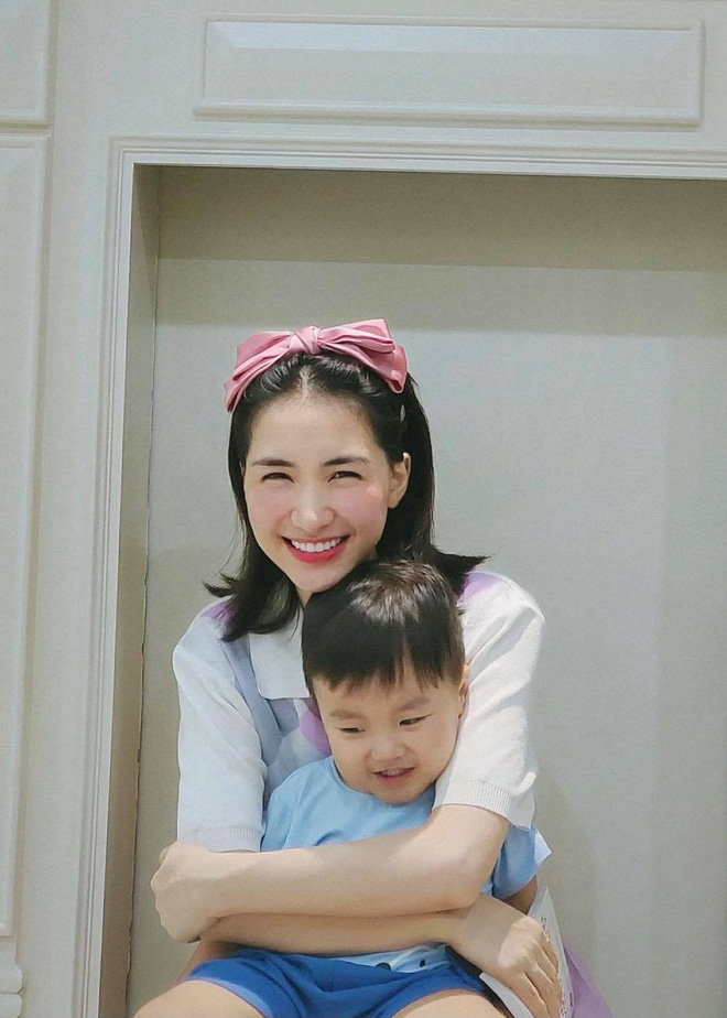 Thời tới cản khum kịp: Quý tử của Hoà Minzy mới 2 tuổi đã kiếm ra tiền, ai ngờ mẹ bỉm chốt hạ 1 câu rõ thái độ! - Hình 4
