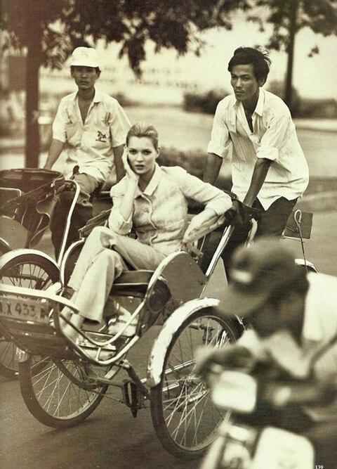 Ngô Mỹ Uyên kể kỷ niệm chở siêu mẫu Kate Moss bằng xe máy 25 năm trước - Hình 5