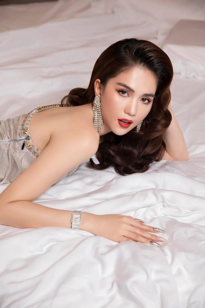 Ở nhà mùa dịch, Chi Pu, Ngọc Trinh và mỹ nhân Việt rủ nhau bung lụa trên giường khiến fan đỏ mặt - Hình 2